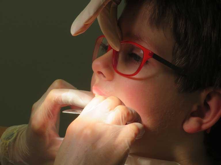 L'odontoiatria pediatrica offre un notevole aiuto allo studio: fa marketing, consente l' ingresso in studio di pazienti nuovi fidelizzati e può richiamare i familiari dei bimbi.